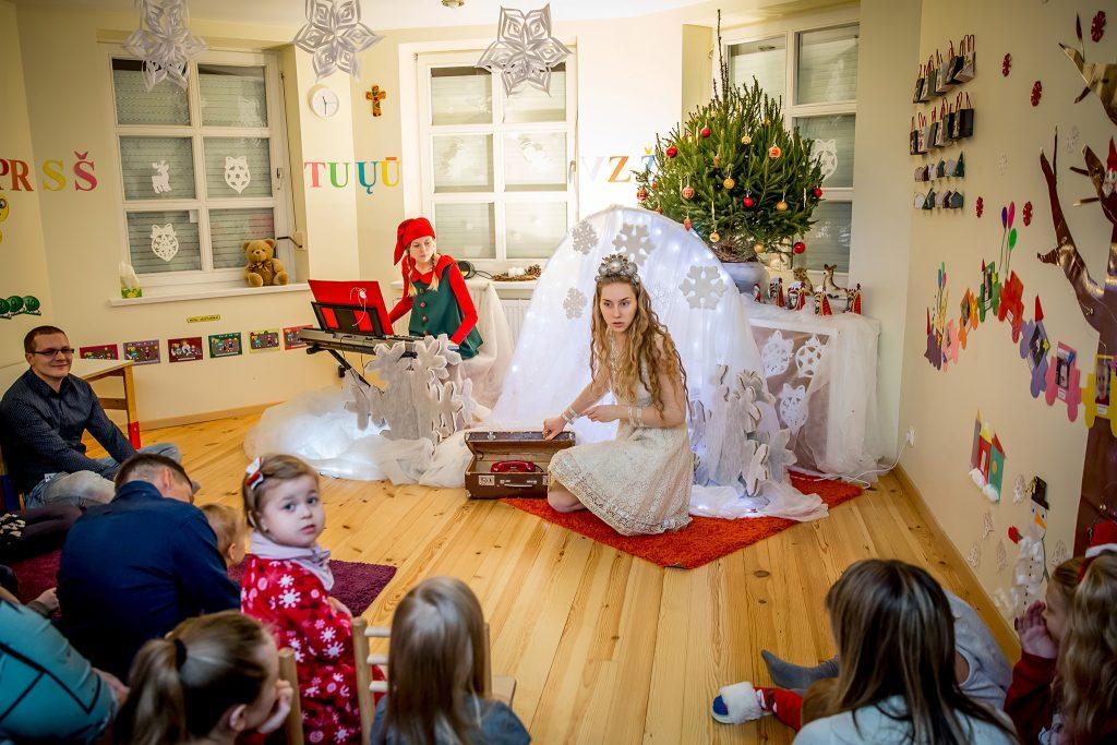 kalėdinis spektaklis, interaktyvus miuziklas, stebuklingos senelio rogės. GyviTeatre - muzikinis teatras, teatras vaikams, spektakliai, kalėdinis spektaklis vaikams.