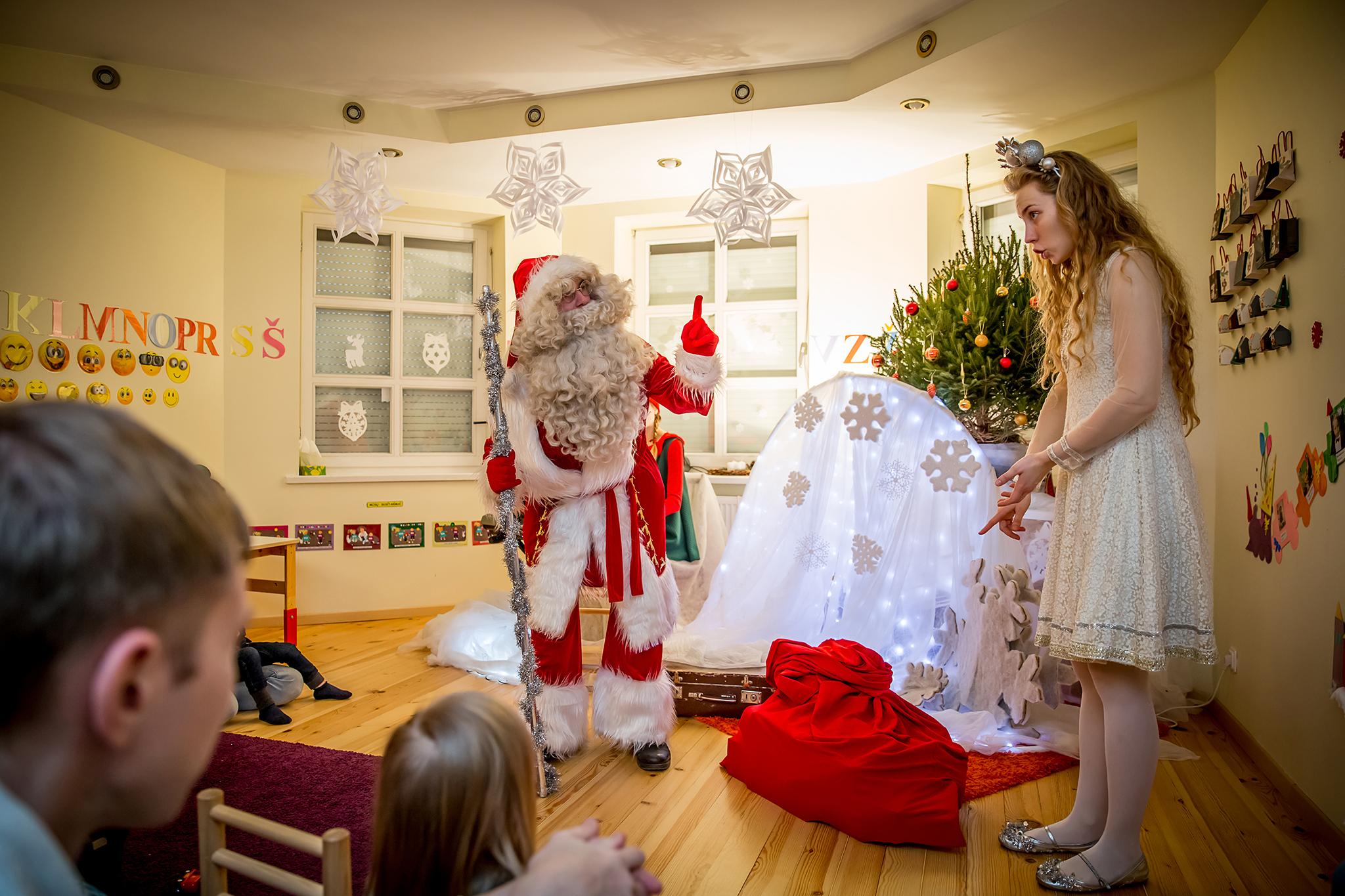 kalėdinis miuziklas, stebuklingos senelio roges, gyviteatre, teatras vaikams, spektakliai vaikams, miuziklas.